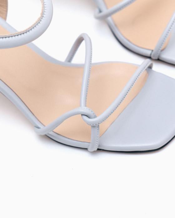 Светло-серые босоножки ROU плоском и узком каблуке