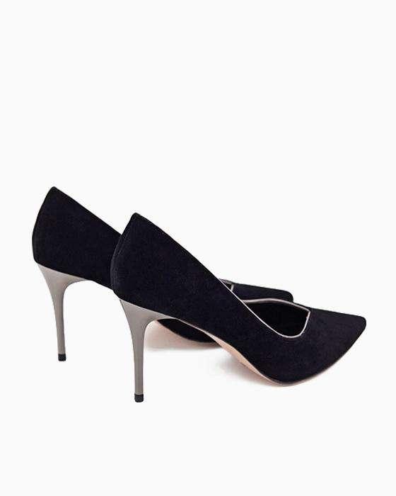 Замшевые туфли ROU на изящной шпильке