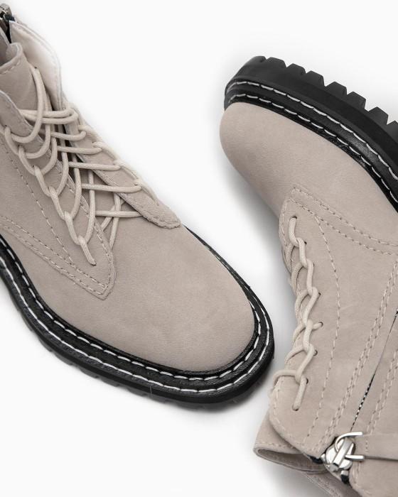 Бежевые замшевые ботинки ROU с черной массивной подошвой