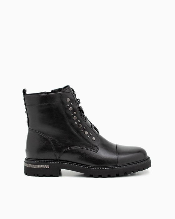 Зимние ботинки ROU с декором на шнуровке и в пяточной зоне