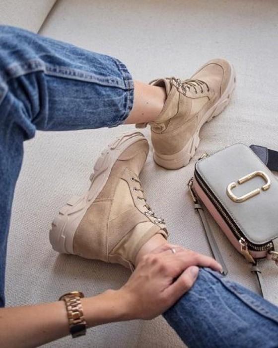 Ботинки ROU из бежевой замши в стиле милитари