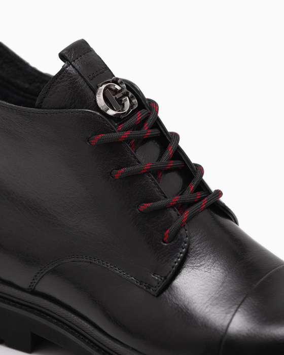 Черные ботинки ROU с декором на язычке